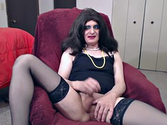Susie Que xxx taken off and dildos her pussy sissy