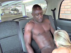 Bonde rimming black ass in taxi