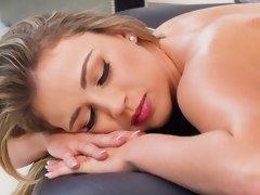 Blonde, Massage