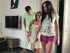 Hija, Ffm, Madres para coger, Mamá, Madrastra, Adolescente, Trio