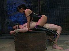 Domination, Femme dominatrice, Humiliation, Masque, Mère que j'aimerais baiser, Maîtresse, Chevaucher, Esclave