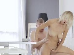 Youngster reached his goal getting access to the seductive pussy