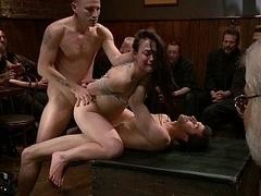 Anal, Bondage domination sadisme masochisme, Brunette brune, Partouze, Groupe, Hard, Orgie, Public