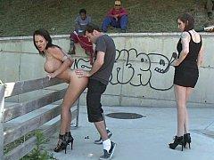 Brunette brune, Domination, 2 femmes 1 homme, Groupe, Hard, Humiliation, Public, Grande