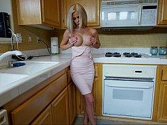 Блондинки, Дилдо, Пальцем, На кухне, Мастурбация, Соло, Игрушки