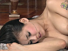 BEATIFUL ASIAN GIRL SCENE