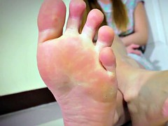 foot fetish toes lboy shows her pretty feet