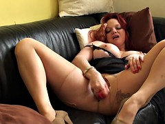 Brit dildofucking her shaved cunt