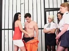 Brits, Naakte man aangeklede vrouw, Dominante vrouw, Fetisj, Groep, Handbeurt, Hd, Uniformpje