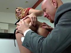 Lécher le cul, Tir de sperme, Femme dominatrice, Strapon, Nénés