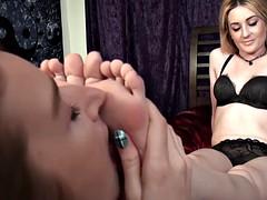 erotic feet - lesbian foot worship 0174