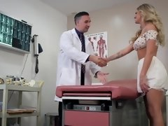 Patient Jessa Rhodes blows & fucks doctor in the hospital