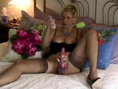 huisgemaakte rijpe huisvrouw grote het hangen pussy lippen